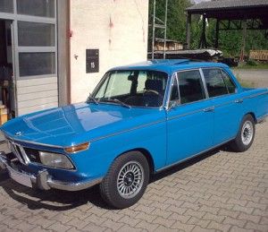 BMW 2000tii blau