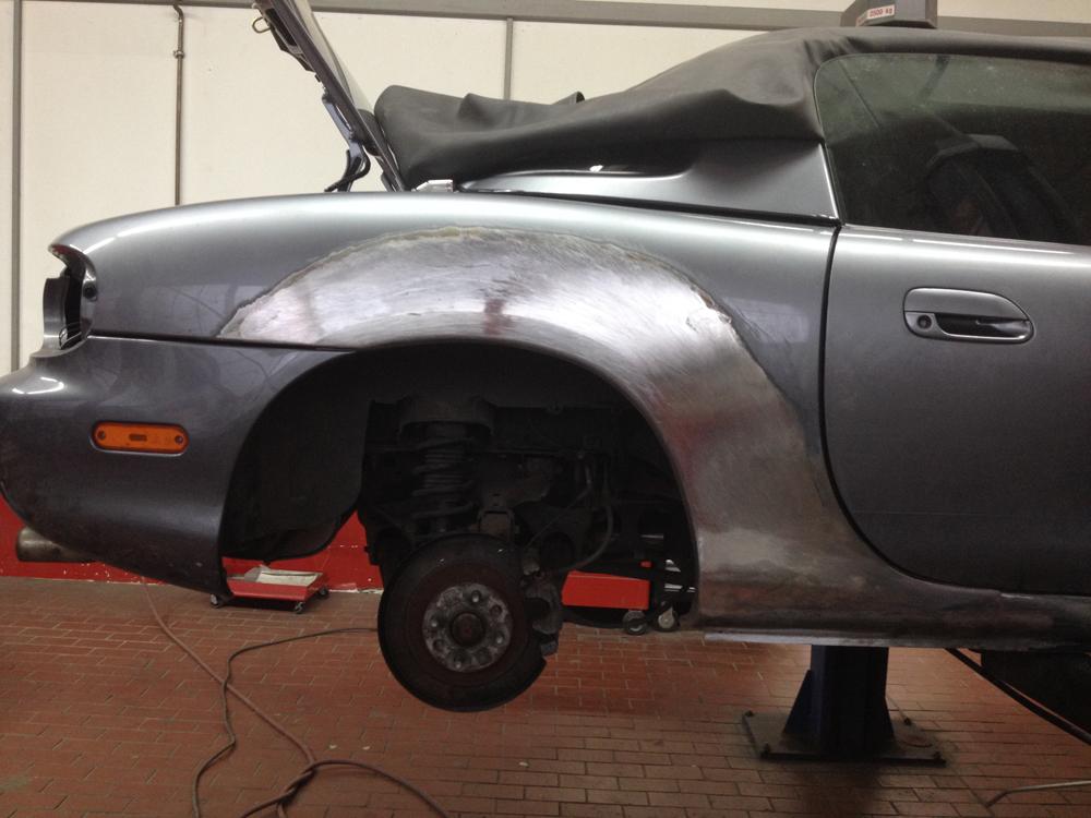 Unfallschaden Mazda - Karosserieinstandsetzung