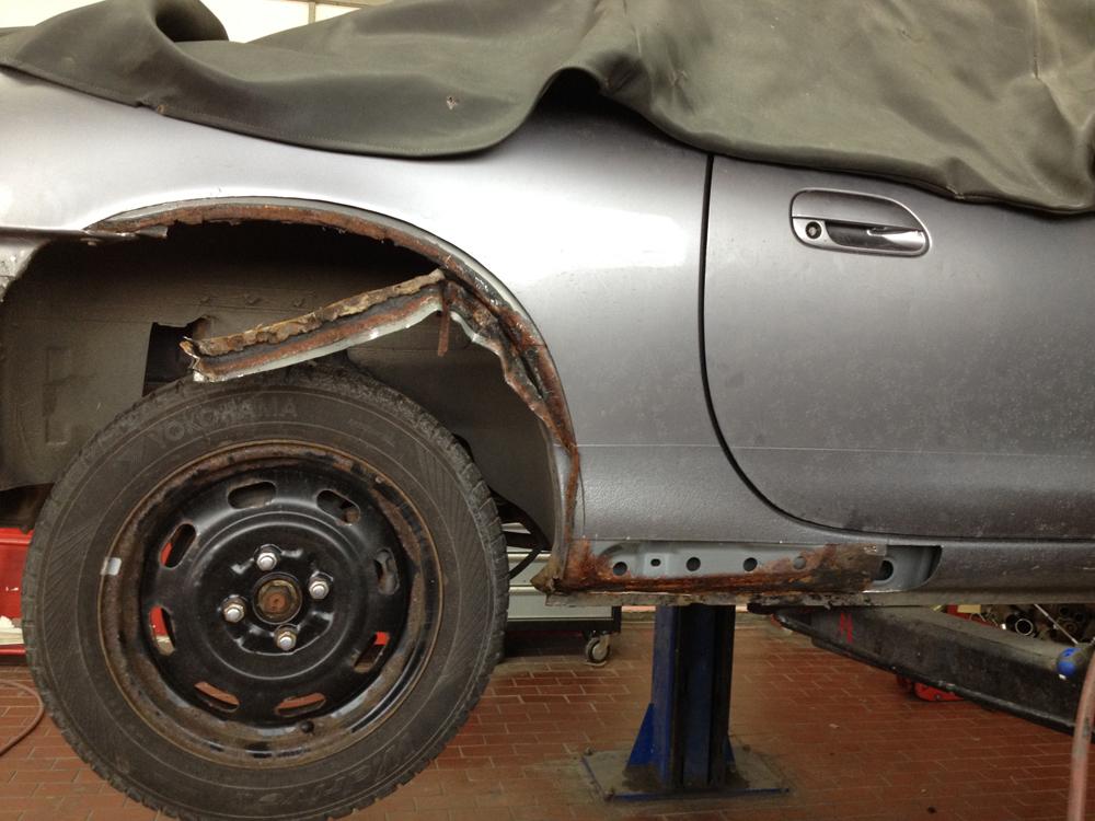 Rostschaden Mazda - Karosserieinstandsetzung